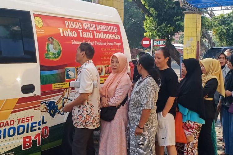 Gelar Pangan Murah dilakukan pada 23 pasar di Jakarta. Mobil-mobil ini mengangkut dua komoditas yakni gula pasir dan minyak goreng yang dijual di bawah harga pasar.