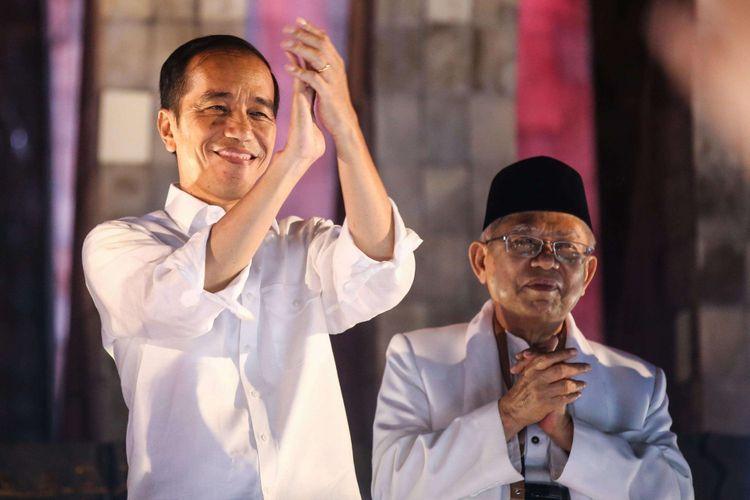 Pasangan capres-cawapres Jokowi-Maruf Amin menemui para relawan dan pendukung di Tugu Proklamasi, Menteng, Jakarta Pusat, Jumat (21/9/2018).
