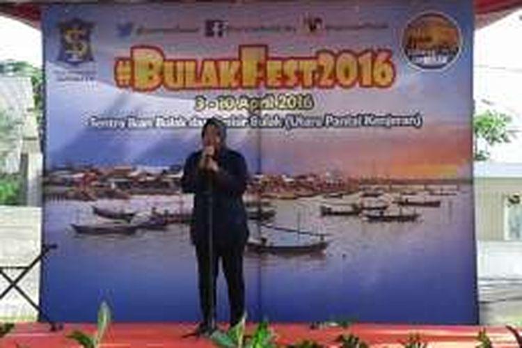 Wali Kota Tri Rismaharini membuka Festival Bulak 2016 di Sentra Ikan Bulak, Pantai Kenjeran, Surabaya, Jawa Timur, MInggu (3/4/2016)