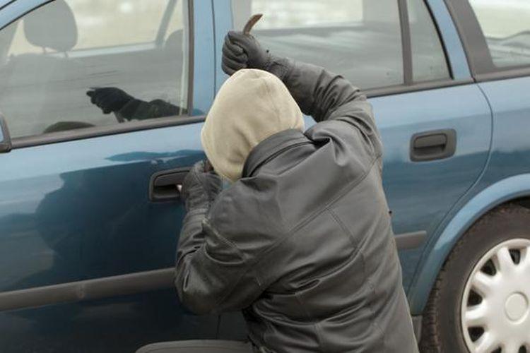 Pencuri mobil.