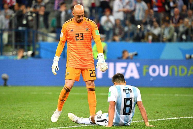 Reaksi Kiper Argentina Willy dan Marcos Acuna seusai Argentina dibobol oleh Kroasia dalam babak penyisihan grup D Piala Dunia 2018, di Nizhny Novgorod, Kamis (21/6/2018) atau Jumat dinihari WIB. Kekalahan dengan skor 3-0 ini membuat Argentina di ujung tanduk.