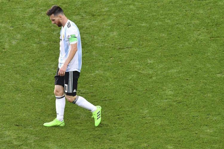 Ekspresi kesedihan Lionel Messi seusai Argentina dikalahkan Perancis di babak 16 besar Piala Dunia 2018, di Kazan Arena, 30 Juni 2018.