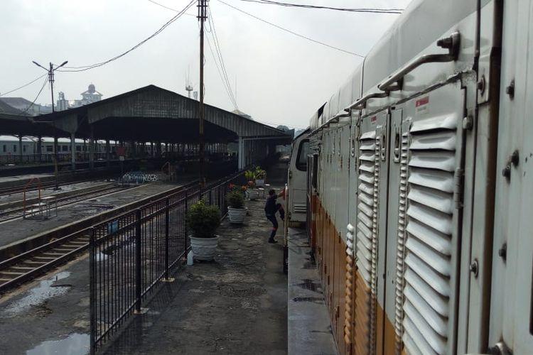 Lokomotif KA Argo Parahyangan nomor KA 20A keberangkatan Gambir menuju Bandung mengalami kerusakan mesin saat berada di Stasiun Cilame-Stasiun  Padalarang, tepat nya di Km 153 +6 pada Sabtu (30/3/2019).