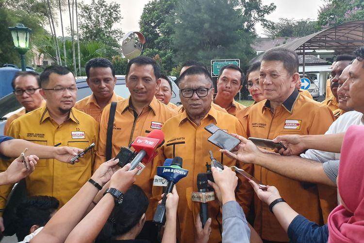 Ketua Umum Partai Hanura Oesman Sapta berserta jajaran usai bertemu Jokowi di Istana Kepresidenan Bogor, Rabu (24/7/2019).