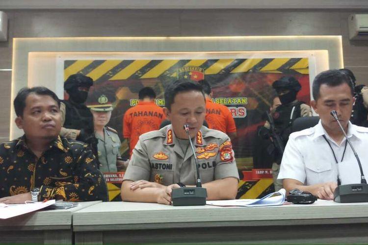 Kapolres Metro Jakarta Selatan, Komisaris Besar Bastoni Purnama merilis kasus eksploitasi anak yang terjadi di Apartemen Kalibata City, Jakarta Selatan, Rabu (29/1/2020)