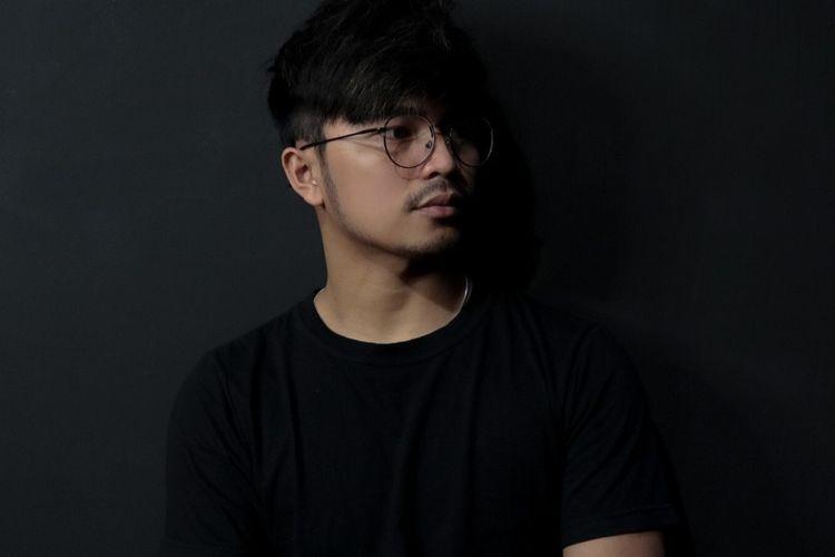 Penyanyi muda asal Poso, Sulawesi Tengah, yang bernama Moi Fernandez baru saja merilis singel Cinta Sejati yang merupakan bagian dari trilogi A Loved Trilogy.