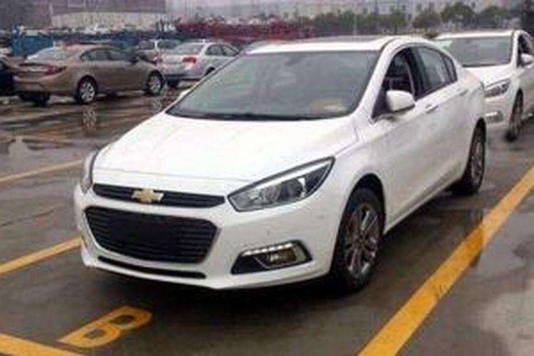 Wajah baru Chevrolet Cruze tertangkap kamera di China.