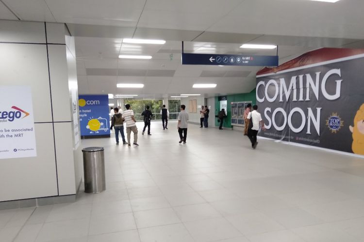 Suasana Stasiun MRT Lebak Bulus Pada Jam Pulang Kerja, Senin (25/3/2019)