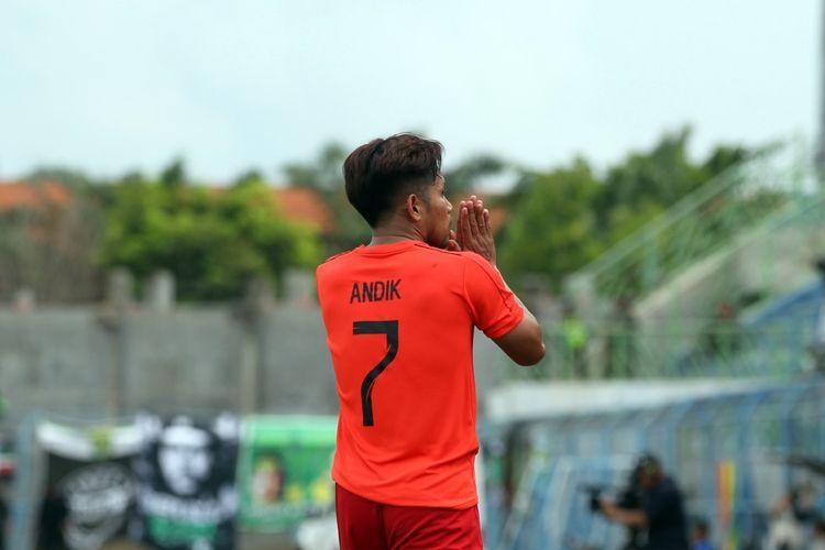 Andik Vermansah berseragam Bhayangkara FC melawan Persebaya Surabaya dalam pentas Piala Gubernur Jatim 2020, Rabu (13/2/2020) di Stadion Bangkalan, Madura.