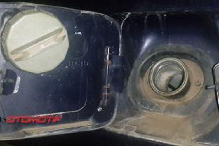 Karat di sekitar tutup tangki bahan bakar