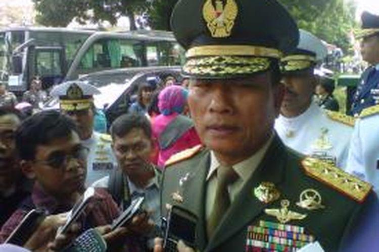 Panglima TNI Jenderal Moeldoko, seusai menghadiri upacara wisuda Pendidikan Pertama Perwira Prajurit Karir di Akademi Militer (Akmil) Magelang, Selasa (26/8/2014).