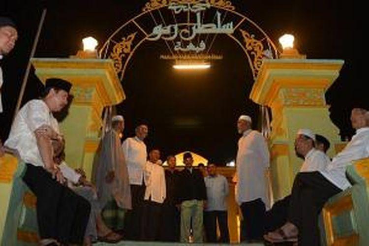 Masjid Raya Sultan Riau di Pulau Penyengat Indera Sakti, Kecamatan Tanjung Pinang Barat, Kepulauan Riau.