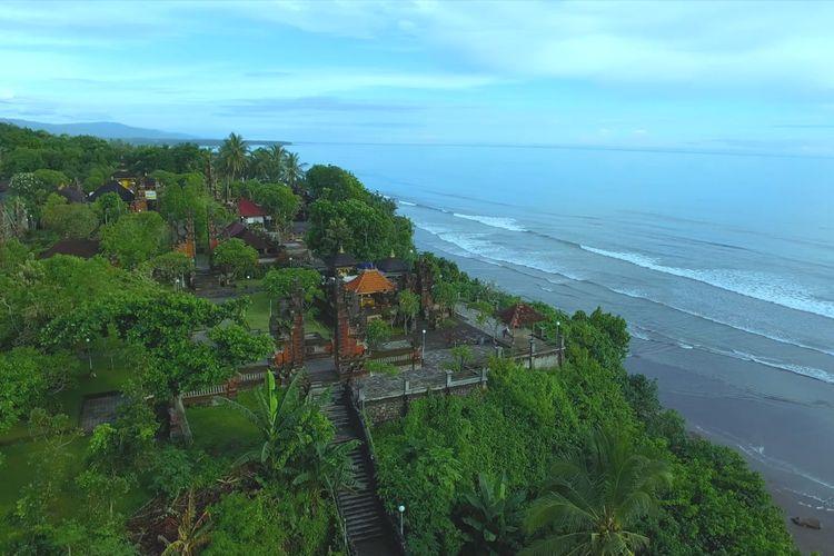 Pura Rambut Siwi yang terletak dekat pantai di Kabupaten Jembrana, Bali.
