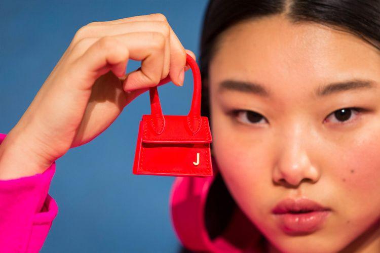 Tas berukuran mini dari French designer Simon Porte Jacquemus