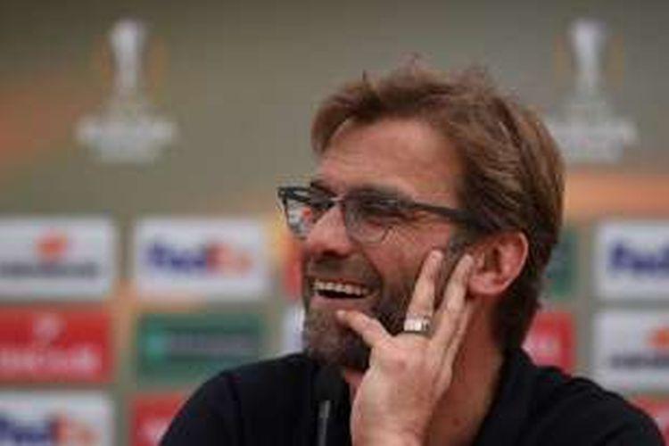 Juergen Klopp melakukan sesi jumpa pers di Liverpool pada Jumat (13/5/2016).