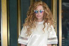 Lady Gaga Bikin Lagu untuk Perancang Fashion Donatella Versace