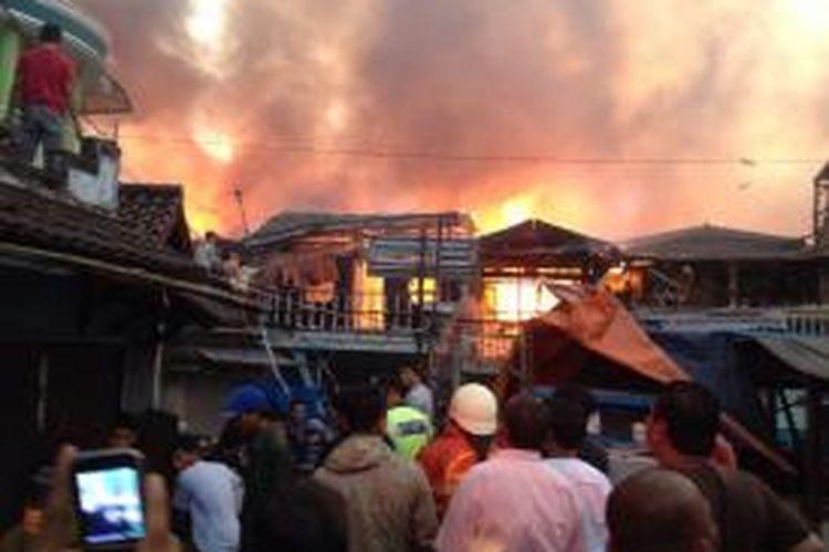 Kebakaran di RT 12 RW 14 Kelurahan Kebon Melati, Kecamatan Tanah Abang, Jakarta Pusat, Kamis (5/3/2015) sore.