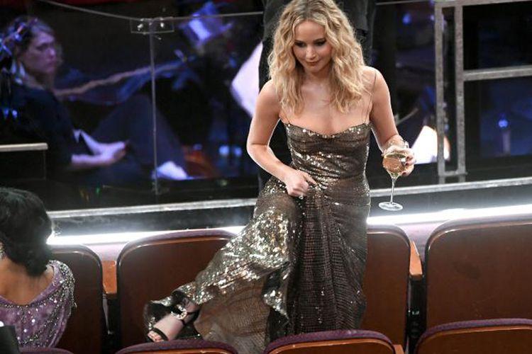 Jennifer Lawrence saat hadir di malam penganugerahan Oscar 2018.
