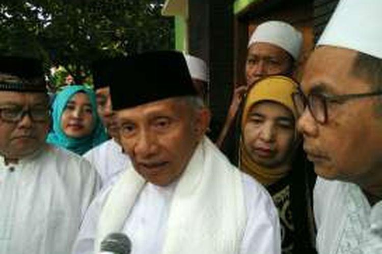 Ketua Dewan Kehormatan Partai Amanat Nasional Amien Rais usai shalat Idul Adha di Rumah Sakit Islam Sukapura, Jakarta Utara, Senin (12/9/2016).