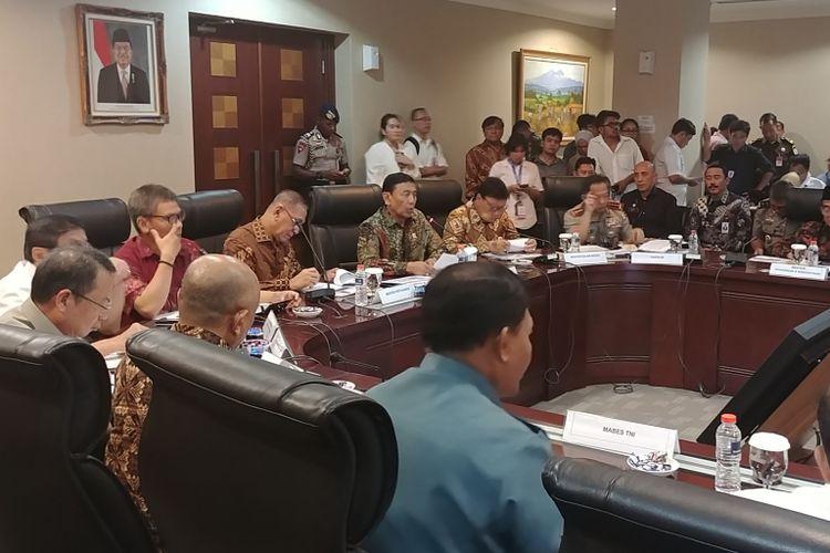 Para Menteri Kabinet Kerja memaparkan 3 tahun kinerja Joko Widodo-Jusuf Kalla di Kantor Staf Kepresidenan, Jakarta, Kamis (19/10/2017).