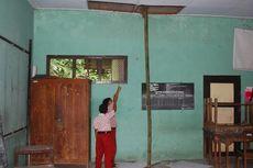 Atap Kelas Mau Roboh, Siswa Takut Belajar di Ruangan