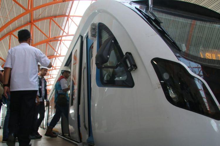 Kereta Light Rail Transit (LRT) Palembang, Sumatera Selatan akan berhenti beroperasi selama dua jam pada Kamis (6/9/2018) besok. Berhentinya operasi LRT untuk dilakukan simulasi penanganan gangguan sepanjang jalur LRT.