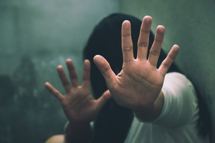 Ilustrasi pelecehan seksual. Oknum dokter di Semarang diduga melakukan pelecehan seksual. Dia mencampurkan sperma ke makanan istri temannya.