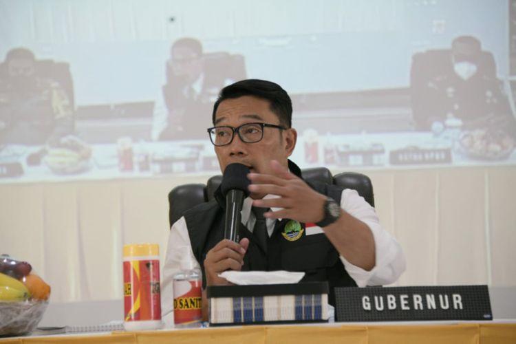 Gubernur Jawa Barat Ridwan Kamil saat memimpin Rapat Koordinasi Komite Kebijakan Penanganan Covid-19 dan Pemulihan Ekonomi Daerah Provinsi Jabar di Mapolda Jabar, Kota Bandung, Senin (22/2/2021).