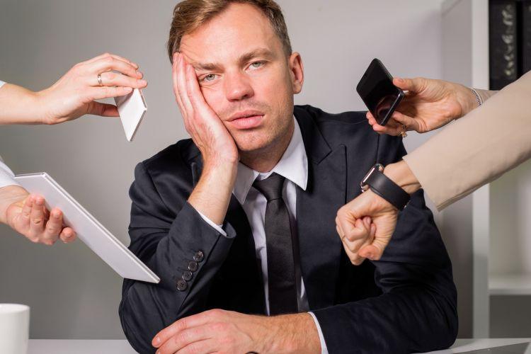 Ilustrasi stres karena pekerjaan yang terlalu padat