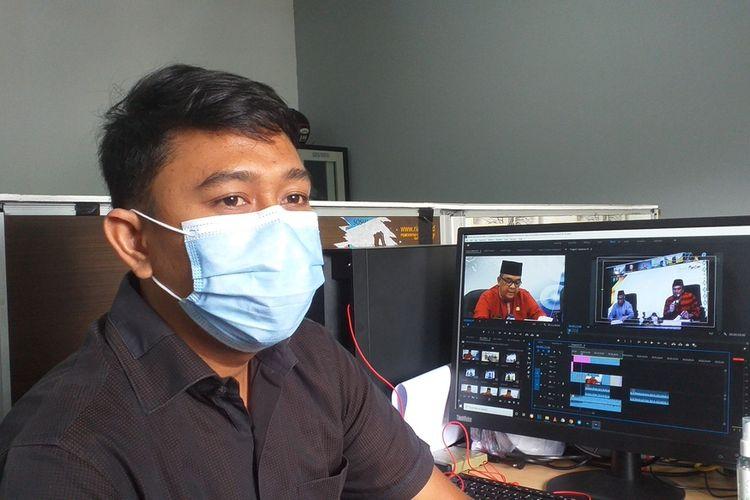 Novriansyah (31), salah satu pasien yang sembuh dari Covid-19 saat diwawancarai Kompas.com di tempat kerjanya di Diskominfotik Riau di Jalan Gajah Mada, Kota Pekanbaru, Riau, Senin (28/12/2020).