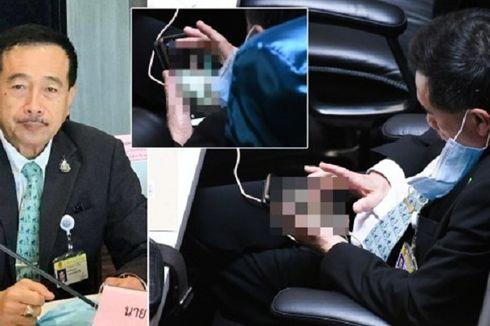 Anggota Parlemen Thailand Ini Lihat Foto Bugil di Tengah Rapat