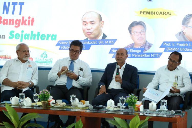 Gubernur NTT Viktor Bungtilu Laiskodat, saat menjadi pembicara dalam diskusi tentang ekonomi di Graha Pena Timor Express, Rabu (16/1/2019) pagi