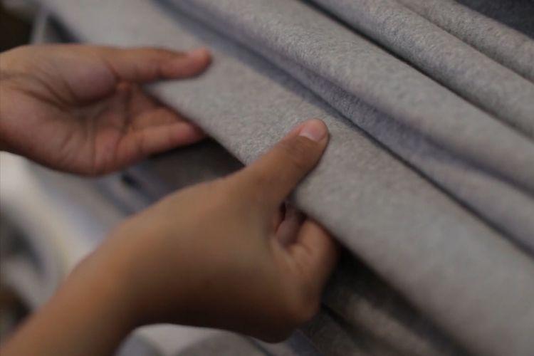 Ilustrasi: Proses produksi kain di Nirwana Tekstil, Majalaya, Kabupaten Bandung, Jawa Barat.