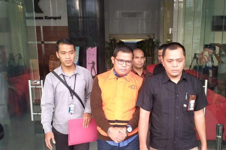 Komisi Pemberantasan Korupsi (KPK) menahan Ketua Fraksi Golkar DPRD Provinsi Jambi Sufardi Nurzain, Selasa (6/8/2019).