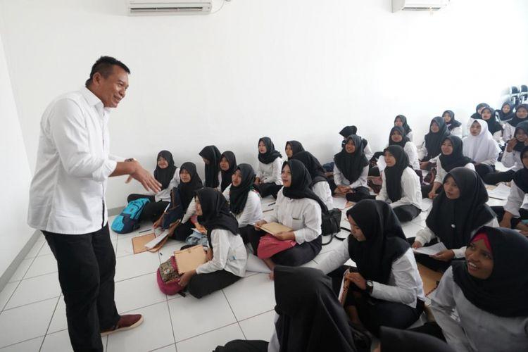 Calon Gubernur Jawa Barat nomor urut 2 Tubagus Hasanuddin atau yang akrab disapa Kang Hasan mengunjungi Pabrik Nabati, PT Kaldu Sari Nabati, Leuwimunding, Majalengka, Jawa Barat, Senin (26/3/2018).