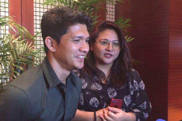 Iko Uwais dan Audy Item diabadikan di XXI Plaza Senayan, Kamis (20/7/2017).