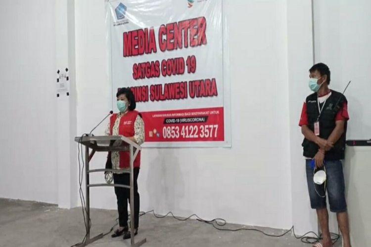 Ketua Satgas Covid-19 Sulut Debbie Kalalo saat memberikan penjelasan di kantor Dinkes Sulut, Minggu (5/4/2020) malam