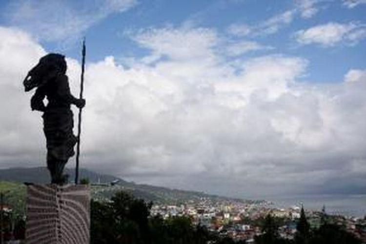 Patung pahlawan nasional Martha Christina Tiahahu di Karang Panjang, Kecamatan Sirimau, Kota Ambon, Maluku, Senin (25/6/2012).