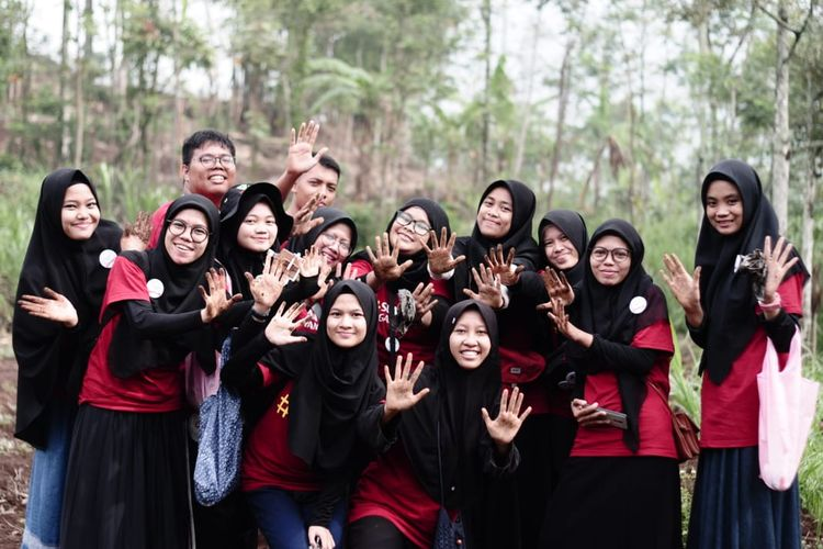 Kemeriahan acara Volunteer Camp dari Dompet Dhuafa, di PCP Trawas, Mojokerto, Jawa Timur, akhir pekan lalu. Kegiatan tersebut digelar untuk memeriahkan peringatan Hari Relawan Sedunia.