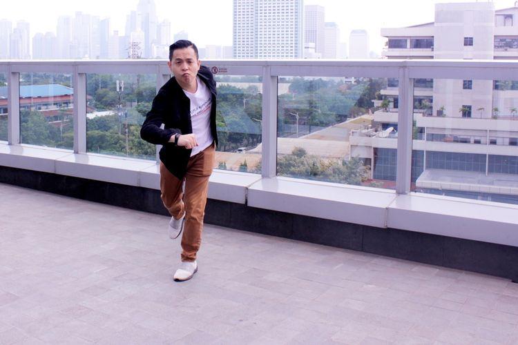 Ernest Prakasa sutradara film Imperfect saat promo film di di Kantor Redaski Kompas.com, Menara Kompas, Jakarta,Rabu ( 4/12/2019).