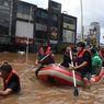 Terbawa Banjir, Mobil Mercedez Benz Tutup Jalan Kemang Raya ke Arah Jalan Bangka