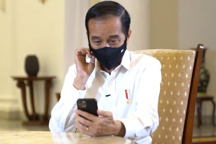 Presiden RI Joko Widodo saat melakukan video call dengan Dokter Faisal dari RSPI, Minggu (27/9/2020).