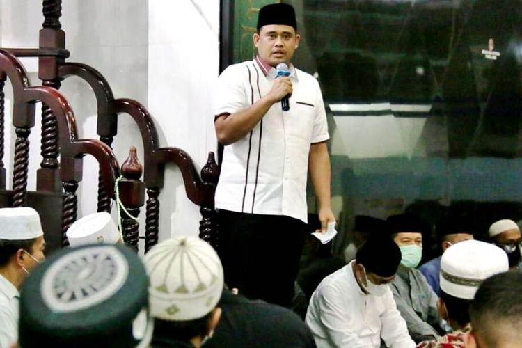 Wali Kota Medan Bobby Nasution di hadapan jamaah Masjid Istiqomah mengingatkan agar tetap menerapkan protokol kesehatan yang ketat, Selasa (11/5/2021) malam
