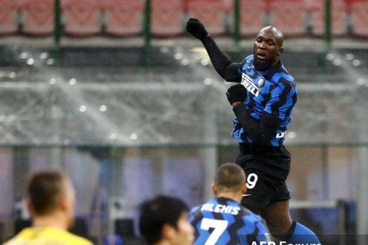 Striker Inter Milan merayakan golnya ke gawang Bologna pada laga lanjutan pekan ke-10 Liga Italia 2020-2021 di Stadion Giuseppe Meazza, Sabtu (5/12/2020) atau Minggu dini hari WIB.