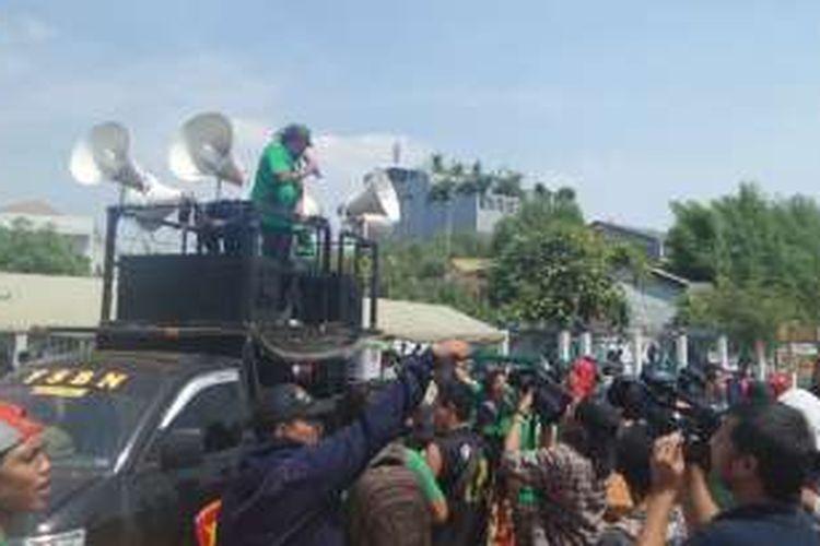 Rabu (3/8/2016), ratusan Bonek di Stadion Tugu, Jakarta Utara tiba-tiba  ricuh saat kabar 12 Exco PSSI telah diganti