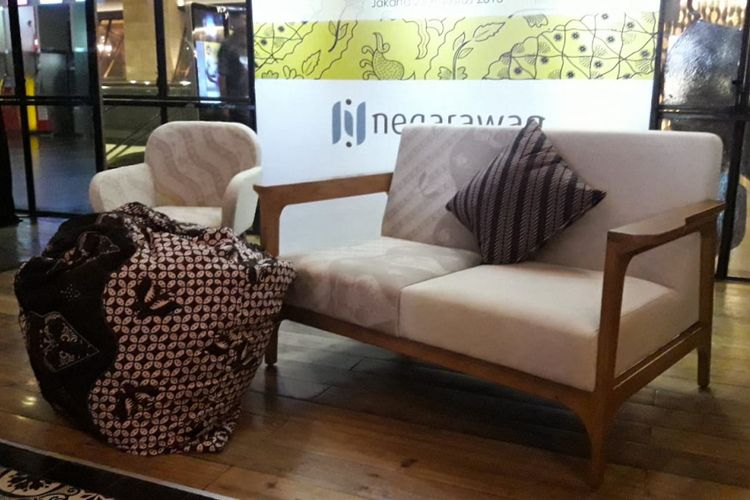 Fabelio berkolaborasi dengan Negarawan memproduksi furnitur bermotif batik.