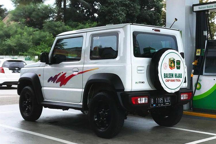 Ilustrasi Suzuki Jimny bergaya Katana lawas