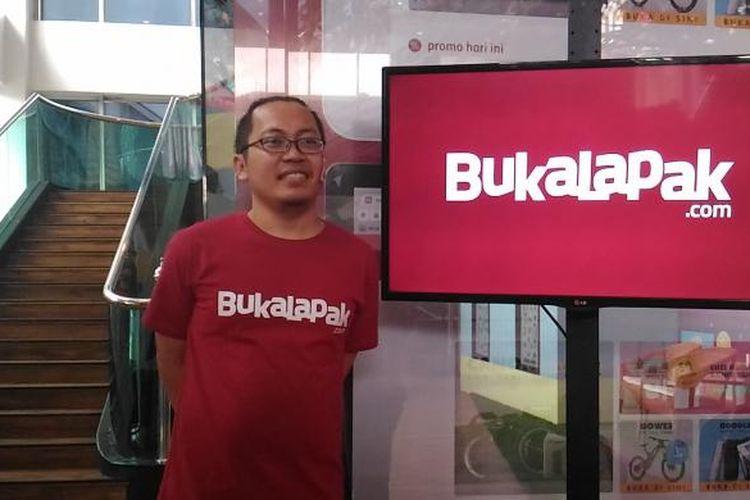 CEO Bukalapak.com, Achmad Zaky saat memberikan sambutan di peresmian Kantor Baru Buka lapak, di Jakarta Selasa (12/1/2016)