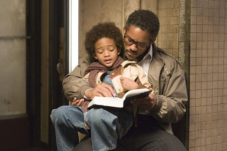 Will Smith dan Jaden Smith dalam film drama biografi The Pursuit of Happyness (2006).