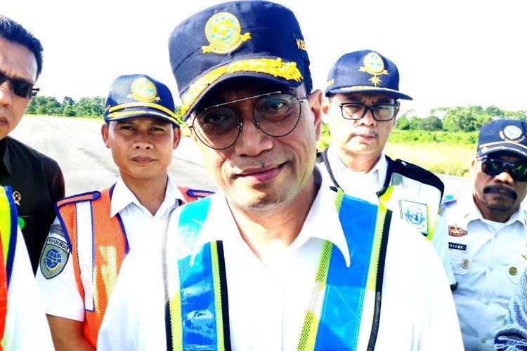 Menteri Perhubungan Budi Karya Sumadi saat mengunjungi Bandara I Laga Ligo, Kecamatan Bua, Kabupaten Luwu, Sulawesi Selatan, Jumat (28/02/2020).